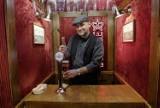 W Warszawie powstał bar w windzie, by zbliżyć do siebie sąsiadów