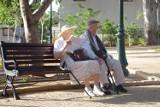 W tych polskich miastach seniorów jest najwięcej. Zobacz, jak starzeje się Polska
