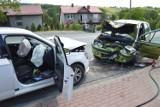 Wypadek na DK94 w Łapczycy z udziałem dwóch samochodów osobowych i ciężarówki, jedna osoba trafiła do szpitala [ZDJĘCIA]