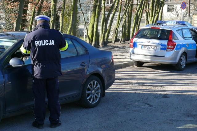 W czasie świąt, policjanci będą prowadzić zaostrzone kontrole drogowe