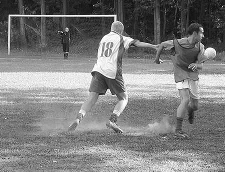 Podczas wczorajszego sparingu strzelono aż sześć bramek. Foto: MAGDALENA CHAŁUPKA