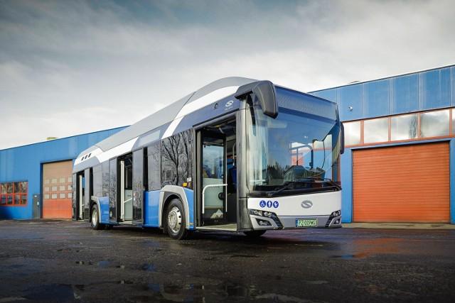 Taki autobus - też przecież elektrycznym - zasilany jest ogniwem wodorowym