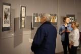 Debiutancka wystawa Emilli Waszak. Inspirujące grafiki w bydgoskiej Wieży Ciśnień [zdjęcia, wideo]