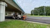Spore utrudnienia na ulicy Kasprzaka! Ruszył remont zniszczonego odcinka drogi