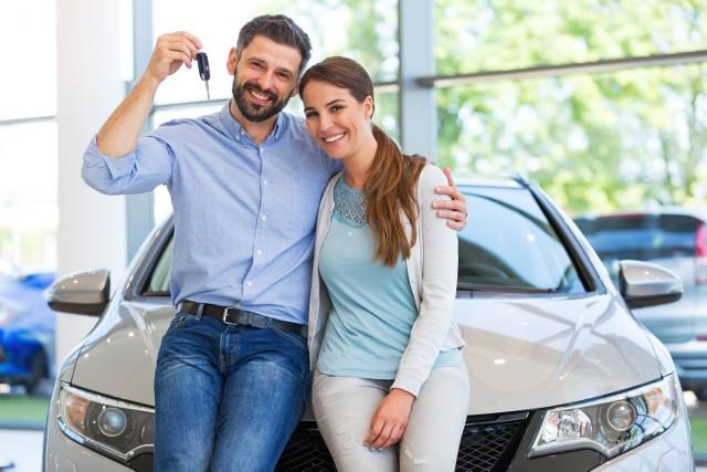 Jakie samochody najczęściej kupowali Polacy w 2020 roku? Zobacz, które modele cieszą się największą popularnością wśród kierowców.
