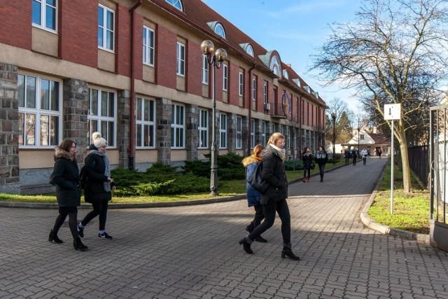 Uczelnie w regionie, m.in. UKW w Bydgoszczy wstrzymały wyjazdy służbowe pracowników i wymianę studentów