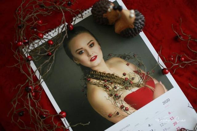 Wrześniowa strona kalendarza z Kingą Ciecieląg