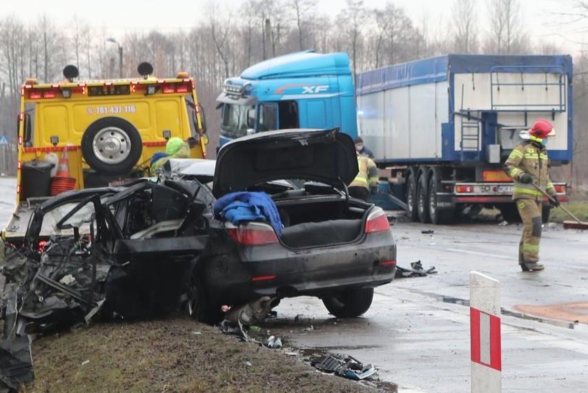 Nie żyje 32-letni kierowca BMW, który w sobotę spowodował...