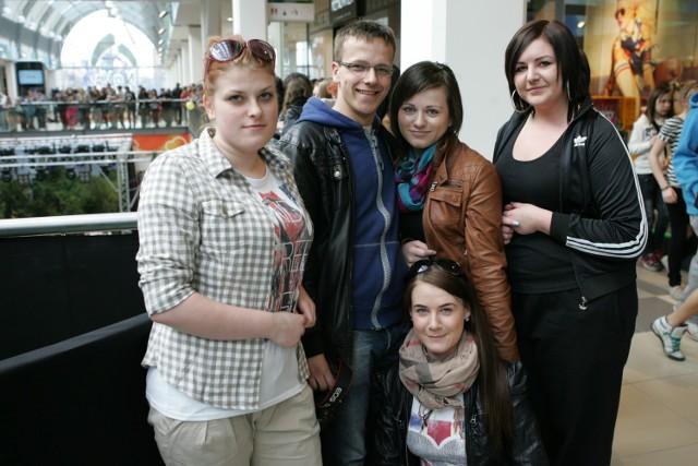 Studenci PWSZ Ewelina, Sylwia, Krzysiek, Justyna i Ola chwalili galerię za ogólne wrażenia, ale narzekali na tłum i zbyt wysoką temperaturę