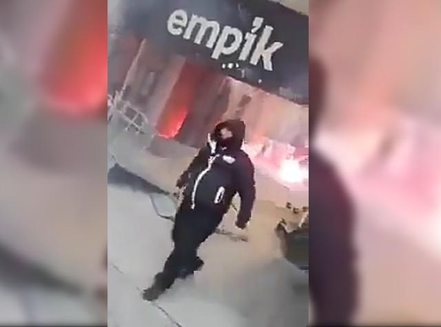 Do starcia między uczestnikami marszu a policjantami doszło pod Empikiem