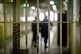 Sprawca podwójnej zbrodni z Sierakowic, skierowany przez sąd do Gostyninia, został odesłany z powodu braku miejsc. Jest na wolności!