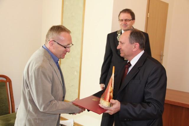 Nagrodę odbiera Zbigniew Stróżyk