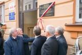 Nowy Sącz. Tablica upamiętniająca Prezydenta Lecha Kaczyńskiego odsłonięta [ZDJĘCIA]