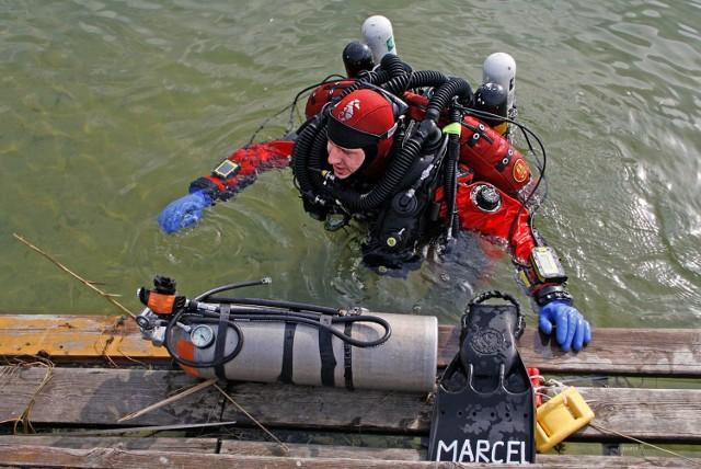 Poszukiwania Kacperka trwały niespełna dwa tygodnie. Jego ciało udało się znaleźć dzięki nagraniom kamery podwodnej, które wykonał pod wodą Marcel Korkuś, płetwonurek z Żar.