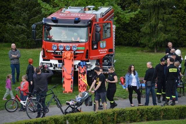 Odbyła się prezentacja i pokazy wozów strażackich, sprzętu ratowniczo-gaśniczego oraz umundurowania.