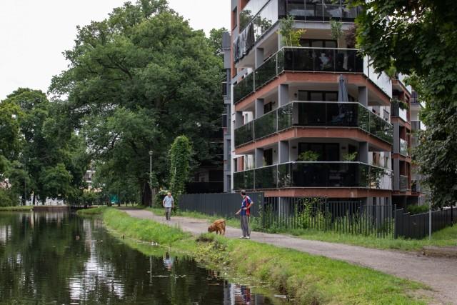 Inwestor zapewnia, że nowe budynki nad kanałem wznoszone były po uzgodnieniach z konserwatorem zabytków