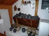 Pawłów od wieków związany jest z garncarstwem. Pawłowskie wyroby znane są w całej Polsce. Zobacz zdjęcia