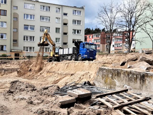 Przy ul. Akacjowej w Goleniowie trwa budowa nowego bloku