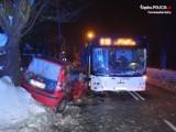 Czołowe zderzenie autobusu z samochodem w Tarnowskich Górach. Są ranni