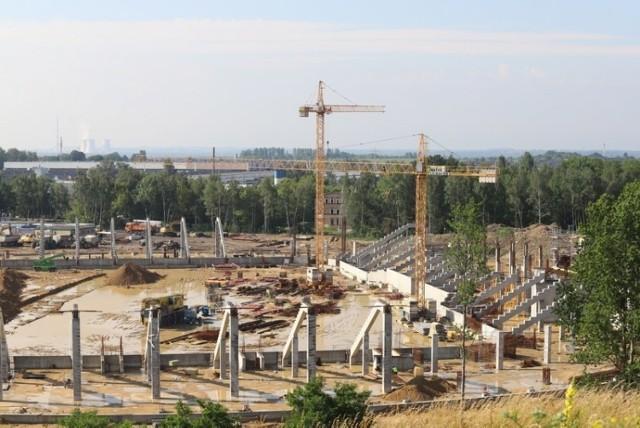 Zagłębiowski Park Sportowy, w skład którego wchodzi stadion zimowy to też stadion piłkarski i hala sportowa. Budowa tych dwóch ostatnich obiektów już trwa. Stadion zimowy wciąż czeka na wykonawcę.