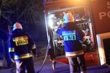 Nocny pożar w kamienicy przy ulicy Kazimierza Wielkiego w Olkuszu. Strażacy ponad godzinę walczyli z ogniem