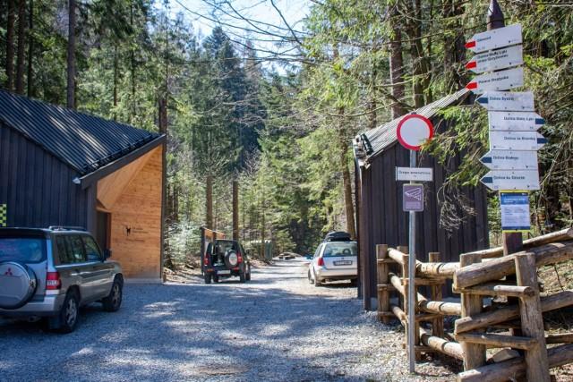 Wejście do Doliny Strążyskiej już bez zakazu wstępu. To jednak z czterech dolin, gdzie można legalnie wędrować. Czy w weekend będzie tutaj tłum?