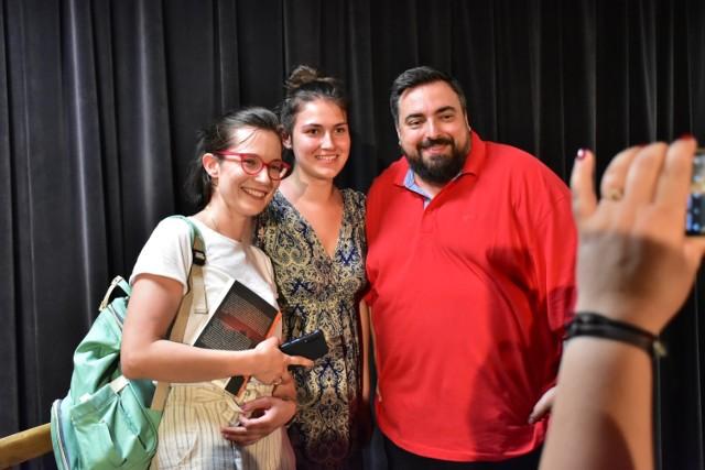 """Tomasz Sekielski, autor filmu """"Tylko nie mów nikomu"""", odwiedził dzisiaj Kwileckie Centrum Kultury i Edukacji (22.06.2019)."""