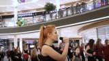 Flash mob w Dąbrowie Górniczej [WIDEO]. Uczniowie Skłodowskiej zaskoczyli klientów CH Pogoria