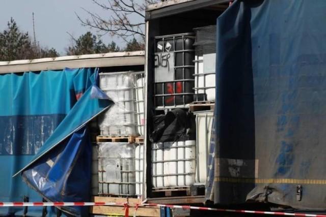 Jeszcze nie wszystkie chemikalia i odpady zostały wywiezione z ulicy Sosnowej w Żorach