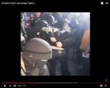 """Popek aresztowany w Złotych Tarasach? Kontrowersyjny raper ponownie wpadł w ręce """"policji"""" [WIDEO]"""