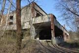 """Ze starej papierni w Żaganiu zostały ruiny, jednak wciąż można odnaleźć w nich ślady serialu """"Czterej pancerni i pies"""""""