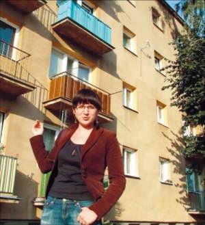 Katarzyna Wójcik z Ciechanowa chciałaby zamieszkać w nowym budownictwie. Nie chce mieszkać w takim bloku. foto: Maciej Paprocki