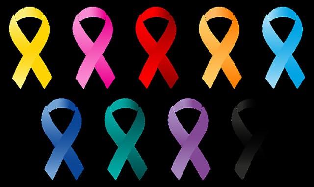 By zniwelować ryzyko rozwoju nowotworów powinniśmy przestrzegać zasad Europejskiego Kodeksu Walki z Rakiem: 1. Nie pal 2. Stwórz w domu środowisko wolne od dymu tytoniowego 3. Utrzymuj prawidłową masę ciała 4. Bądź aktywny fizycznie w codziennym życiu 5. Przestrzegaj zaleceń prawidłowego sposobu żywienia 6. Ogranicz picie alkoholu wszelkiego rodzaju 7. Unikaj nadmiernej ekspozycji na promienie słoneczne (dotyczy to szczególnie dzieci) 8. Chroń się przed działaniem substancji rakotwórczych w miejscu pracy 9. Uważaj na wysoki poziom radonu w otoczeniu 10. Karm piersią. Unikaj hormonalnej terapii zastępczej 11. Zaszczep dziecko przed wirusowemu zapaleniu wątroby typu B i wirusowi brodawczaka ludzkiego – HPV  12.Bierz udział w zorganizowanych programach badań przesiewowych w celu wczesnego wykrywania: raka jelita grubego, raka piersi i raka szyjki macicy