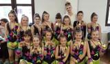 """Zespoły Akademii Tańca i Sportu """"Mass-Team"""" z Radomska z 2 głównymi nagrodami i 10 miejscami na podium"""