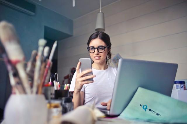 Z badania firmy Hays Poland wynika, że tylko 22 proc. pracowników nie rozważa zmiany pracy. Podjęcie decyzji o poszukiwaniu nowego zatrudnienia to jednak nie tylko przygotowanie dokumentów aplikacyjnych, ale również znalezienie odpowiedzi na pytanie, gdzie szukać pracy. Przejdź dalej, by sprawdzić gdzie najczęściej kandydaci poszukują nowej pracy.