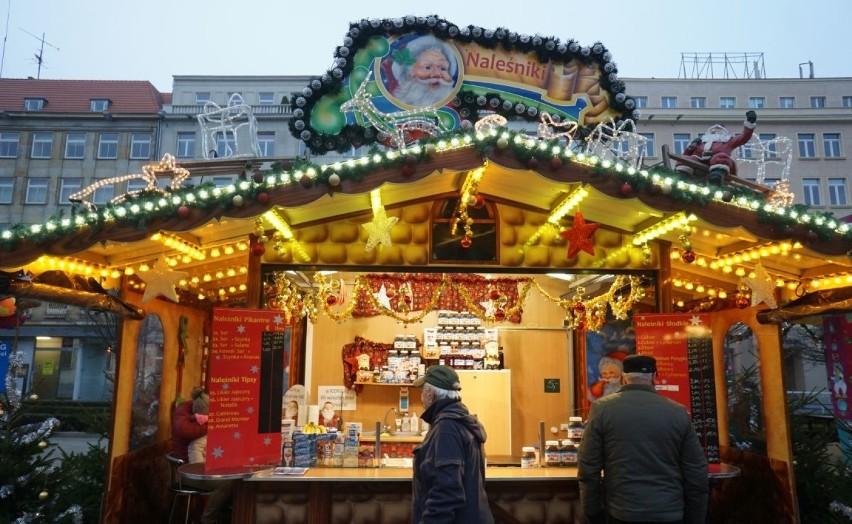 Jarmark bożonarodzeniowy na placu Wolności