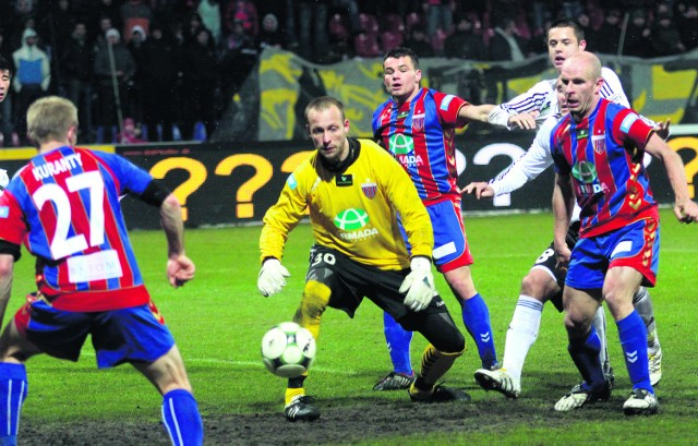 Bramkarz Szymon Gąsiński rozegrał w bytomskich barwach 12 meczów