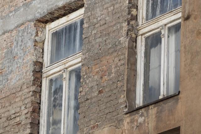 Nawet jeśli starania o lokal komunalny lub socjalny zakończą się sukcesem, nie zawsze oznacza to poprawę warunków mieszkaniowych.