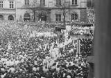 40 lat temu dokonano zamachu na papieża Jana Pawła II. Ulicami Krakowa przeszedł Biały Marsz