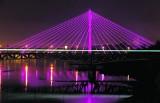 Różowa iluminacja Pałacu Kultury i Nauki. Warszawa przyłącza się do walki z rakiem piersi