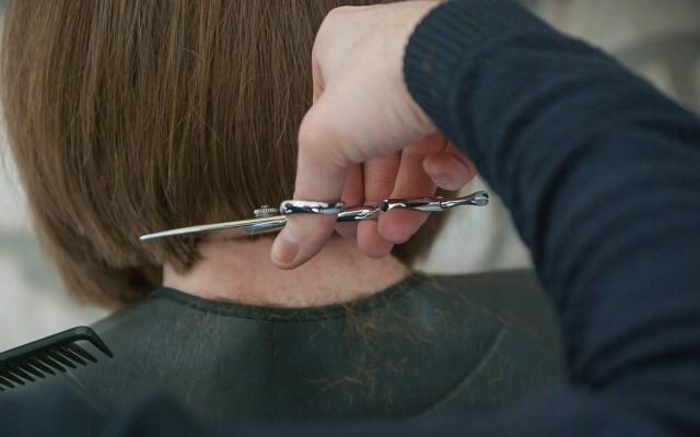 Zobaczcie, jak dziś strzygą fryzjerki i fryzjerzy z Inowrocławia >>>>