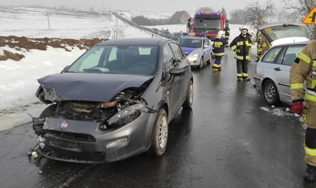 Na drodze Szonowo - Lisnowo w powiecie grudziądzkim zderzyły się dwa samochody osobowe