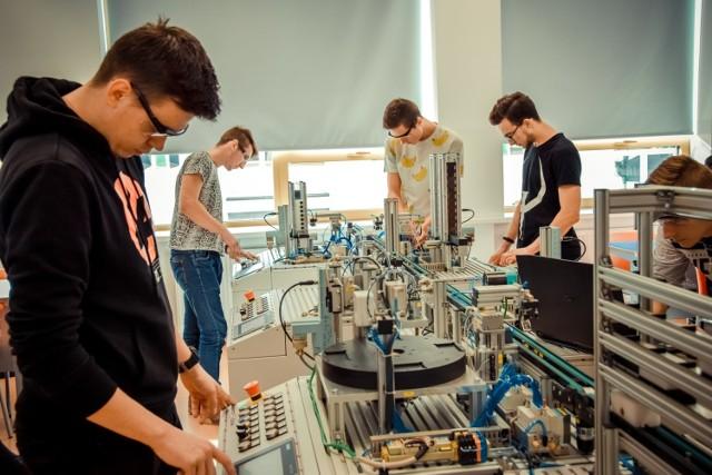 W Zespole Szkół Technicznych w Turku dzięki unijnej dotacji powstała jedna z najnowocześniejszych w regionie pracowni automatyki przemysłowej