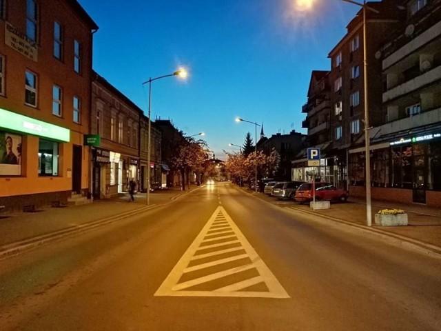 Na ul. Konstytucji 3 Maja w Goleniowie w poniedziałek i wtorek będą montowane świąteczne iluminacje