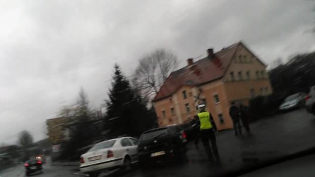 Wypadek na ul. Chrobrego w Wałbrzychu - kilkadziesiąt minut trwały utrudnienia w ruchu.