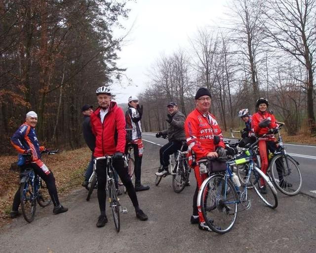 Członkowie klubu PTTK M-2 w Ostrężniku.