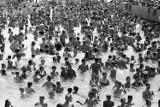 Kąpielisko Fala ma już 45 lat! Basen ze sztuczną falą w Łodzi z czasów PRL! Stare zdjęcia Fali zanim stała się aquaparkiem 24.07.2021