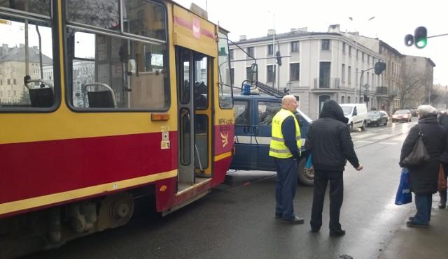 Napad w tramwaju MPK Łódź linii 9B miał miejsce w miniony czwartek w godzinach popołudniowych. 44-latek odpowiedzialny z rozbój został zatrzymany przez policję. Usłyszał już zarzuty i decyzją sądu został aresztowany na 3 miesiące.  CZYTAJ DALEJ >>>>