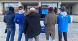 Zadziwiający eksperyment połączył mieszkańców Warszawy i Gdańska. Przechodnie zobaczyli się nawzajem