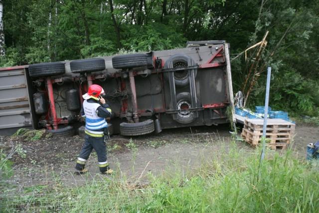 Ciężarówka z indykami zablokowała drogę krajową nr 15.